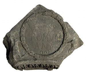 Архиволта са натписом FELIX ROMVLIANA