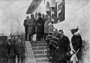Посмртна поворка Арчибалда Рајса, испред куће Арчибалда Рајса у Топчидеру, БОН 1931.