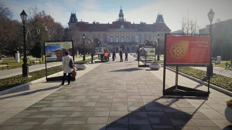 Izložba Naj@Zaječar u Somboru ispred zgrade Županije