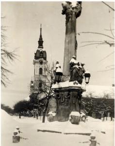Споменик на тргу Светог Тројства