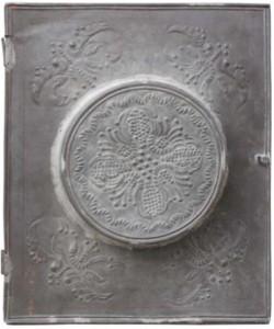 Prvobitna metalna kutija u kojoj se čuva Povelja