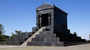 Spomenik-Neznanom-junaku1