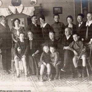 Ignjat Pavlas sa tazbinom u Šidu. Olga Pavlas, rođena Kozjak (u Šidu), ostala mu je verna supruga do samog kraja. Iako je mogla da izbegne pokolj mađarskog okupatora zbog svog hrvatskog porekla, verno je sa njim otišla u smrt na Štrandu, 23. januara 1942.
