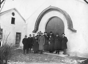 Врангел испред цркве на Ташмајдану приликом њеног освештања 1924. године