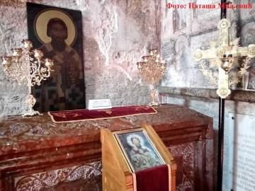 Саркофаг са моштима Светог Саве у манастиру Милешева