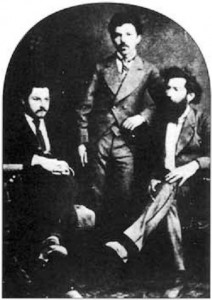 """Рођен је 1. марта 1855. године у Чуругу у Бачкој, којом је тада владала је тада владала Аустрија. Његов отац Стефан био је свештеник цинцарскоф (аромунског) порекла, о којем је Лазар целог живота отворено говорио, али је истовремено као своју домовину гледао Србију. Почео је студије медицине у Цириху у Швајцарској, где се упознао са анархизмом Михаила Бакуњина, као и многи његови познати савременици: Светозар Марковић, Васа Пелагић, Никола Пашић и Пера Тодоровић, који су се такође касније удаљли од те флозофије (Фотографија: Пачу, Тодоровић и Пашић). Тамо је упознао и своју будућу супругу Ленку Захо из Београда. С Тодоровићем је 1878, по прекиду студија, у Новом Саду покренуо лист """"Стражаˮ али су протерани. Докторирао је у Берлину 1880. радом из реуматологије, познат као пионир на том пољу."""