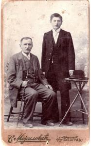 Милутин Ускоковић са оцем Мијаилом из 1901. године (Фото: из архиве Народне библиотеке Ужице)