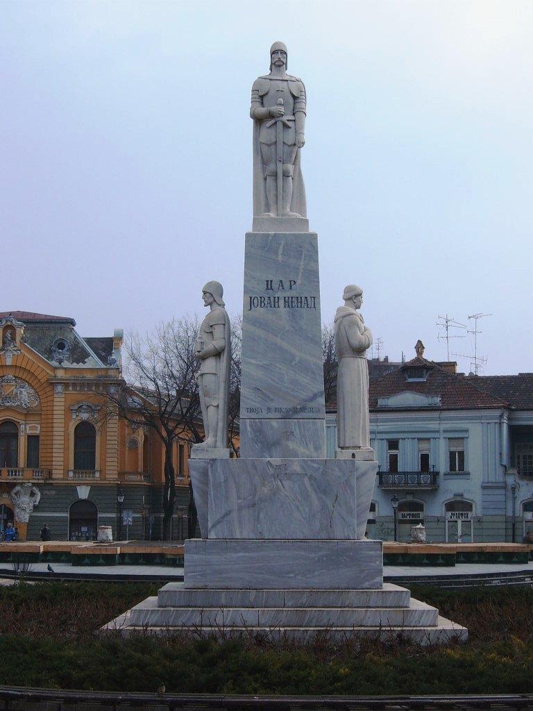 """Обновљени споменик цару Јовану Ненаду у Суботици на коме пише: """"Твоја је мисао победилаˮ"""
