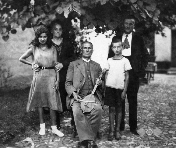 Миливоје Филиповић са родбином у Чачку 1931. године (Фото: Станислав Мурко)