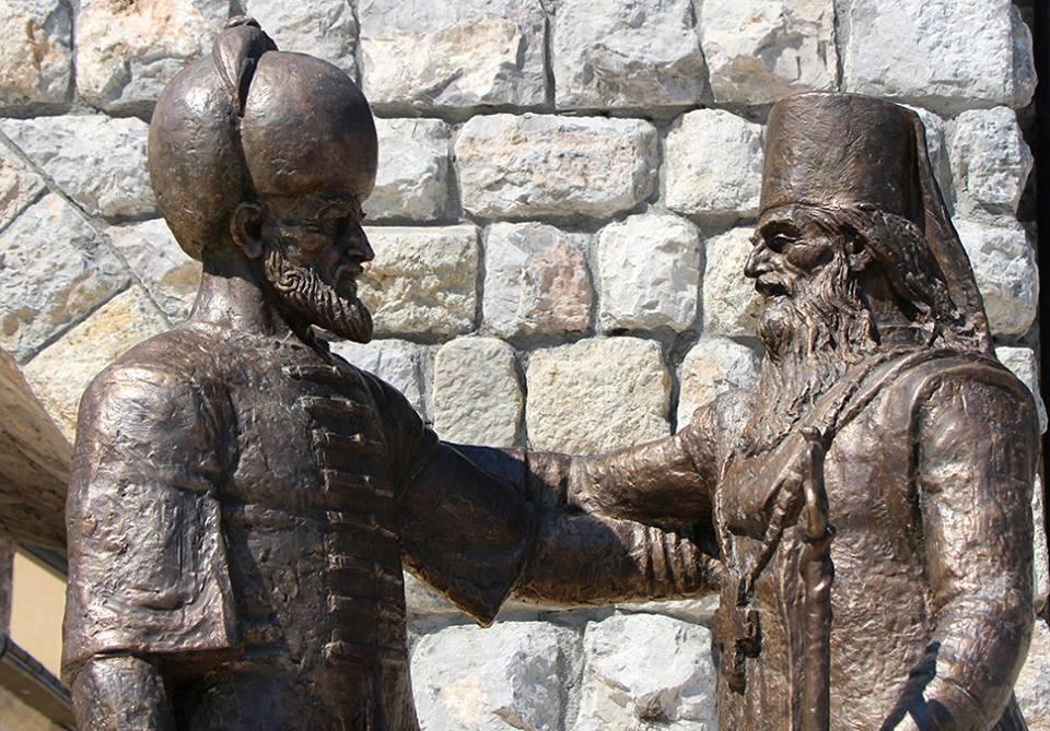 (ФОТО: Трифко Ћоровић / Слободна Херцеговина) Споменик браћи Соколовић у Андрићграду