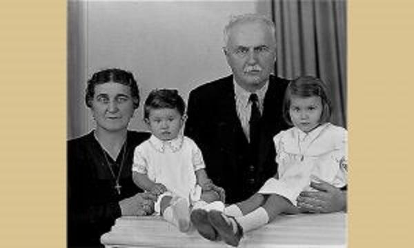 Љубомир Романовић са женом и унукама