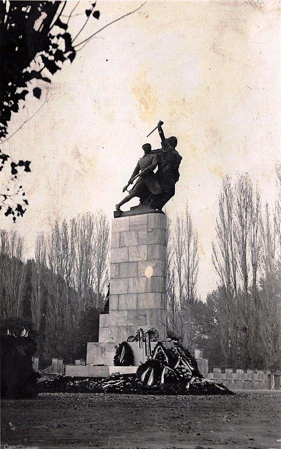 Споменик припадницима Скопског ђачког батаљона у Скопљу